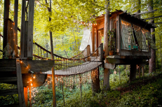 Remember the days when you wanted your own treehouse? Well this secluded treehouse in Atlanta, Georgia, looks like it came straight out of a fairytale! https://www.airbnb.com/rooms/1415908?s=8